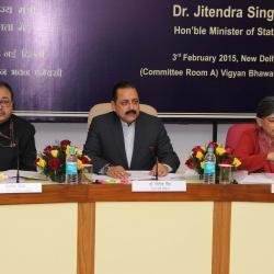 श्री। आलोक रावत, सचिव ( पेंशन) (बाएं) , डॉ जितेंद्र सिंह , माननीय राज्य मंत्री (केंद्र) और श्रीमती वंदना शर्मा, संयुक्त सचिव ( पेंशन) (दाएं) एससीओवीए पर